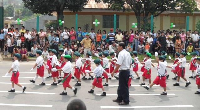 photos-peru-tarapoto-kids-parade-2010